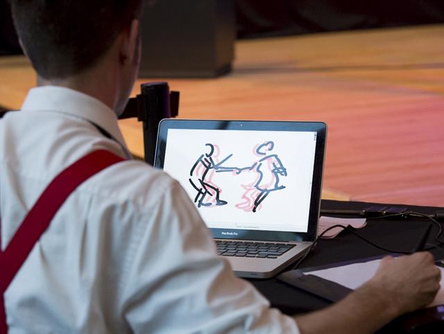 Francis Desharnais animant un couple de danseurs swing lors de l'inauguration de l'exposition Image X Image le 3 juin dernier.