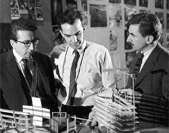 Colin Low (centre) et Roman Kroitor (droite)