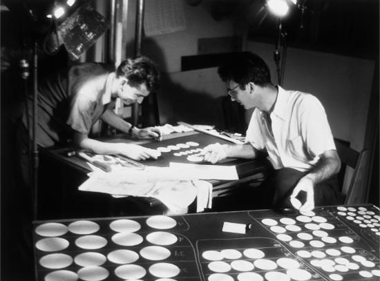 René Jodoin et Norman McLaren travaillant à la conception de Sphère.