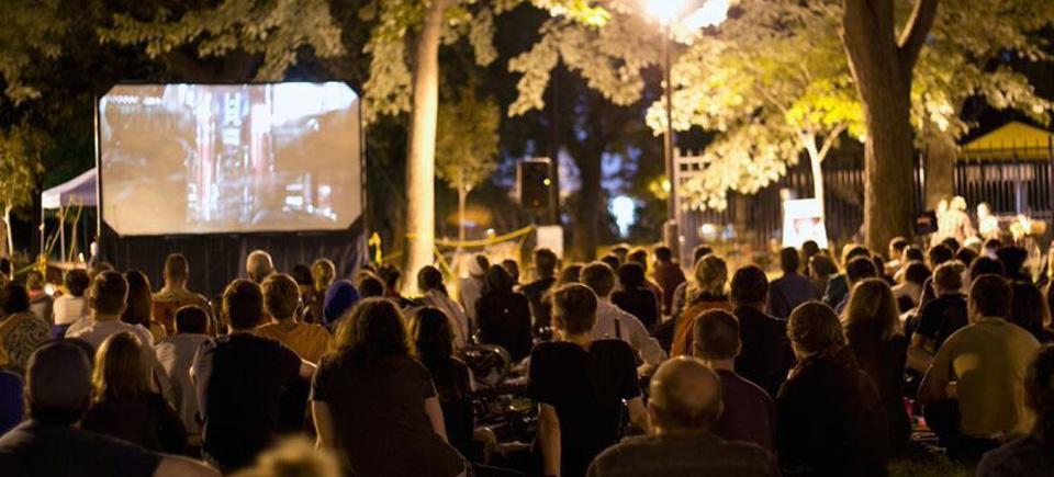 Plus de 100 films gratuits sous les étoiles cet été à Montréal!