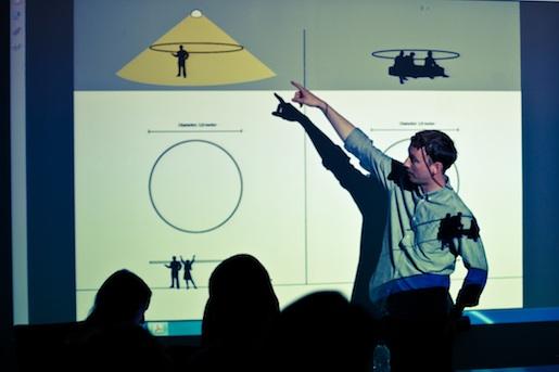 27 mai 2015, l'artiste danois Tobias Ebsen explique à ses confrères comment il fabriquera son installation pour Espace Commun?