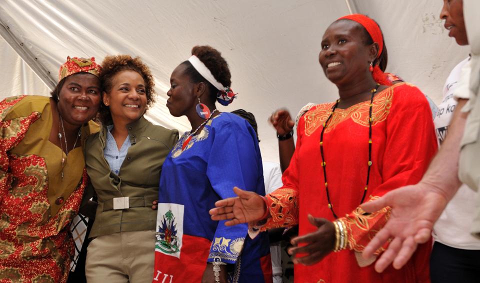 Visite à Port-au-Prince, Haïti, le 8 mars 2010. Crédit : Sgt Serge Gouin, Rideau Hall, OSGG