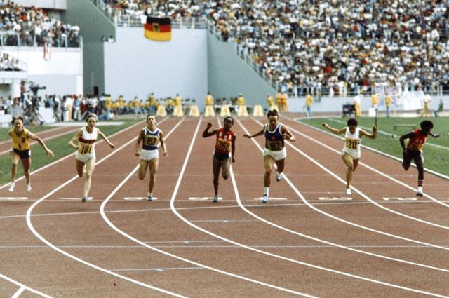 Ligne d'arrivée d'une épreuve de course chez les femmes
