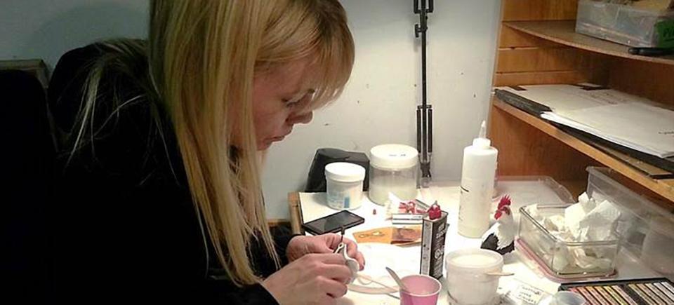 Brenda Baumgarten : moulage et finition des marionnettes pour La girouette