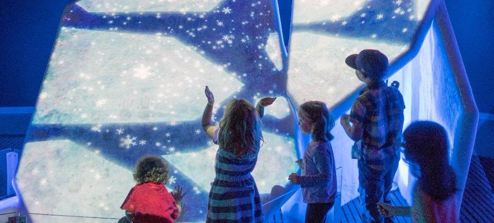 Touchez à un vrai glacier au Musée canadien de la nature